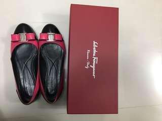 🚚 Salvatore Ferragamo漆皮娃娃鞋