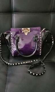 Valentino 黑紫漆皮手袋