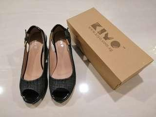 🚚 Ladies Shoe