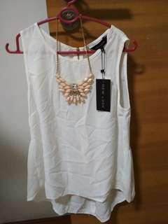 Bnwt ladies New Look cream sleeveless top with necklace assessory