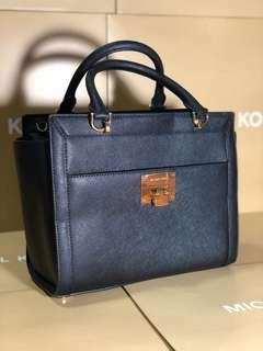Michael Kors 2 way satchel Dr. Bag