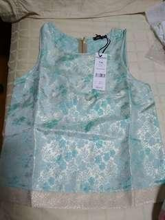 Bnwt Morgan sleeveless top with gold metallic weave