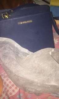 Tas Michael Kors (masih ada sarungnya) baru 1 kali pemakaian