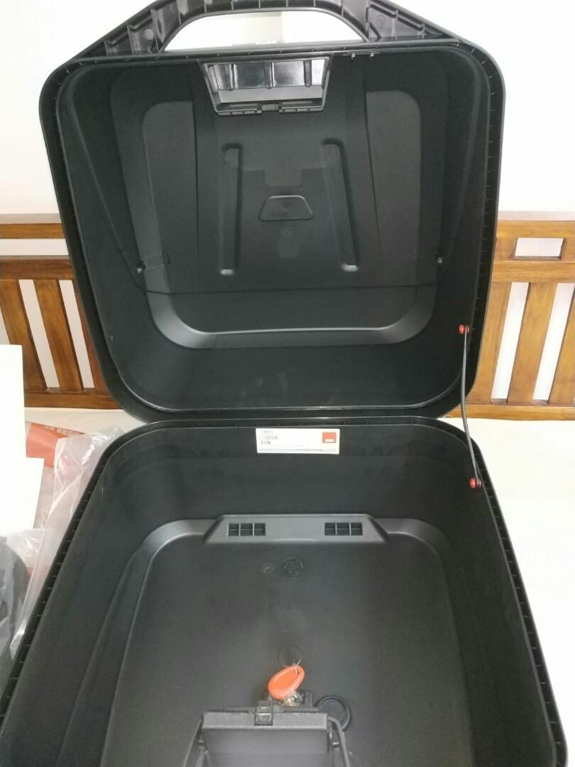 * New * Givi box 32L