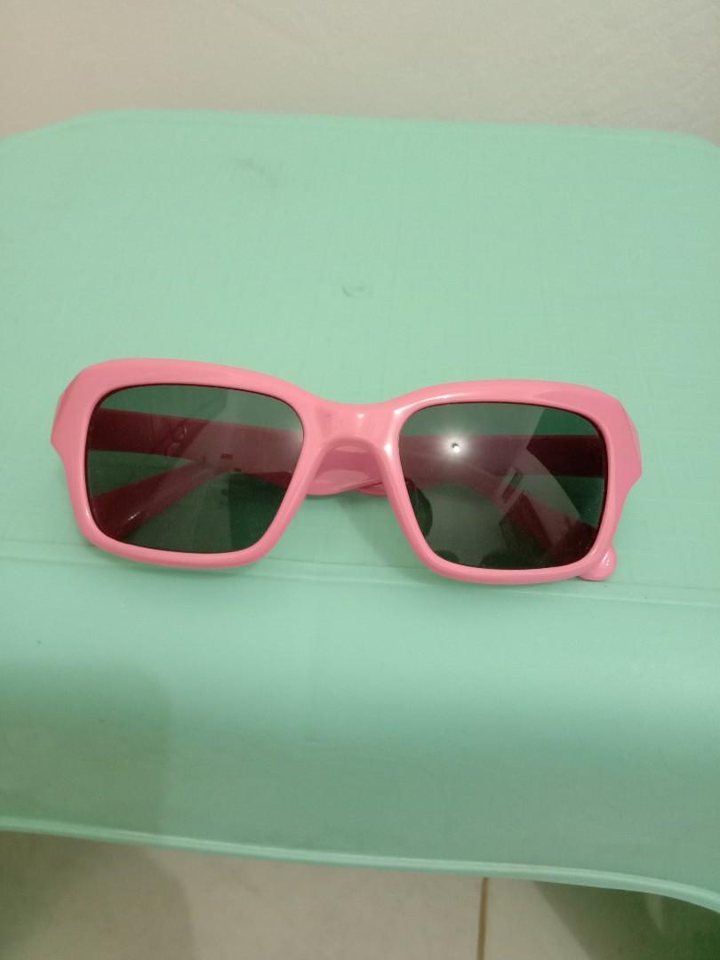 Kacamata anak perempuan