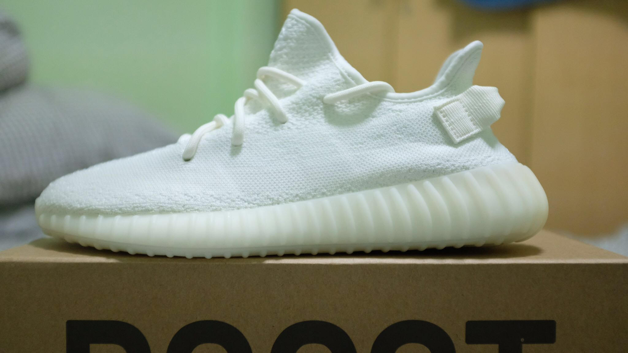 a0e3b9dc136 YEEZY BOOST 350 V2 Triple White