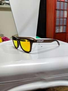 Price Firm : Oakley Frogskins from 2007 limited edition