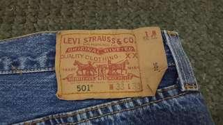 Vintage Levis 501 100% Aunthentic (size 33) Straight Cut