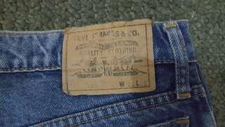 Vintage Levis 501 100% Aunthentic (size 32) Straight Cut