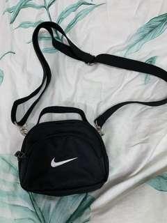 🚚 Nike 翻玩小包