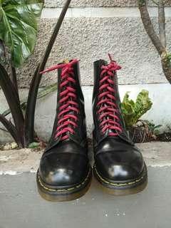 Sepatu Boots Dr. Martens 1490