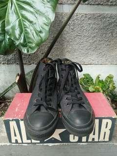 Sepatu converse high all black vintage