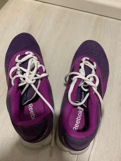 🚚 Reebok sport shoes