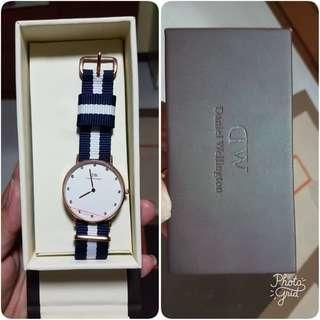Wrist watch analogue