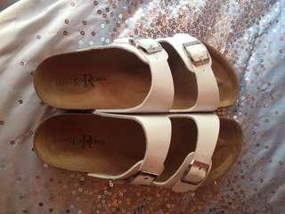 Sandals size 9