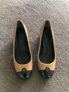 Authentic Tory Burch kitten heels patent leather shoes