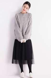 灰色冷衫+半截黑紗裙 一套