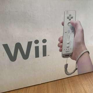 Wii Console with 3 remote controls (Wii主機跟3個手制)