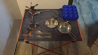 兩套食具+ 兩個爐可連接邊爐gas + 一張枱 + 一個雞蛋盒(不散賣)