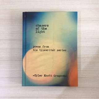Chasers of the Light: Poems from the Typewriter Series by Tyler Knott Gregson Buku Impor