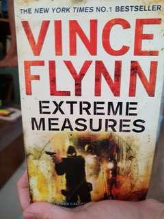 🚚 Extreme measures by Vince Flynn book