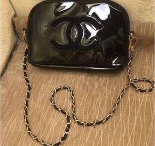🚚 Chanel Precisionakeup Sling pouch patent
