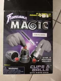 Fantasma magic cups and balls