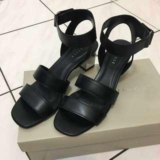 Vincci Black Low Heels