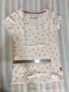 Kaos putih merah motif