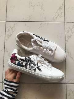 🚚 zara trafaluc embroidered floral sneakers