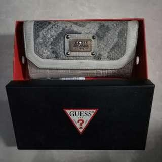 Dompet Clutch Guess