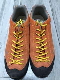 LOMIER 橙色短筒Trekking Shoes