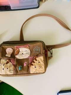 🚚 Sling bag