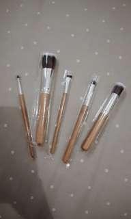 Dijual Brush Bamboo masih baru loo