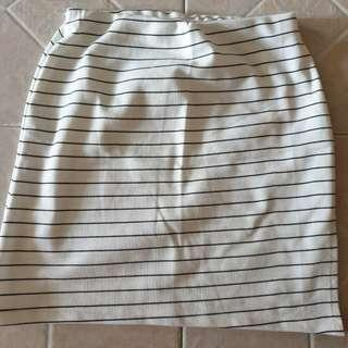 🚚 white striped skirt