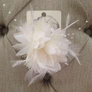 Lovisa Feather Hair Piece / Fascinator