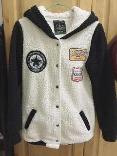 🚚 羔羊毛棒球外套 黑白 厚外套  連帽棒球外套 連帽外套韓貨 韓系 韓國購入