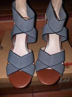 Sepatu heels, Wedges Bata Baru