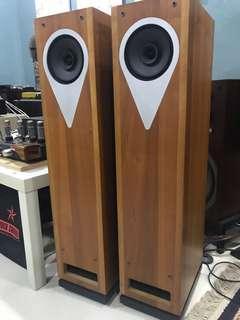 Loth X ambience triaxial fullrange horn type floorstand speaker