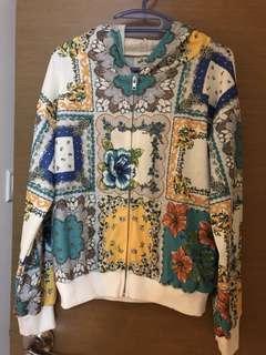 🈹️全新, 無著過, 只買了幾日, 日本牌子doll up oops外套, 胸大約42吋及肚大約40吋, 衫長大約23吋, 質地:100% 聚脂纖維(滑身), 円價7900