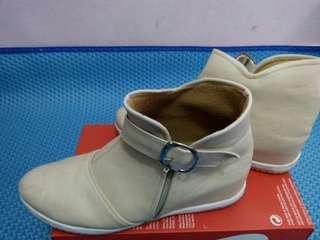 Boots Cream Hak 5cm