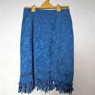 Pochahontas-style velvet blue skirt with frills