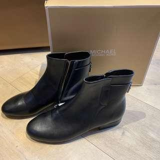 Michael kors leather ankle boots size 7.5
