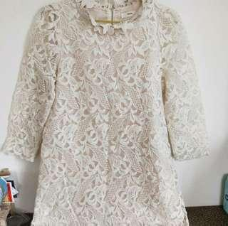 高貴氣質典雅立體立體繡花連身裙(米白色)