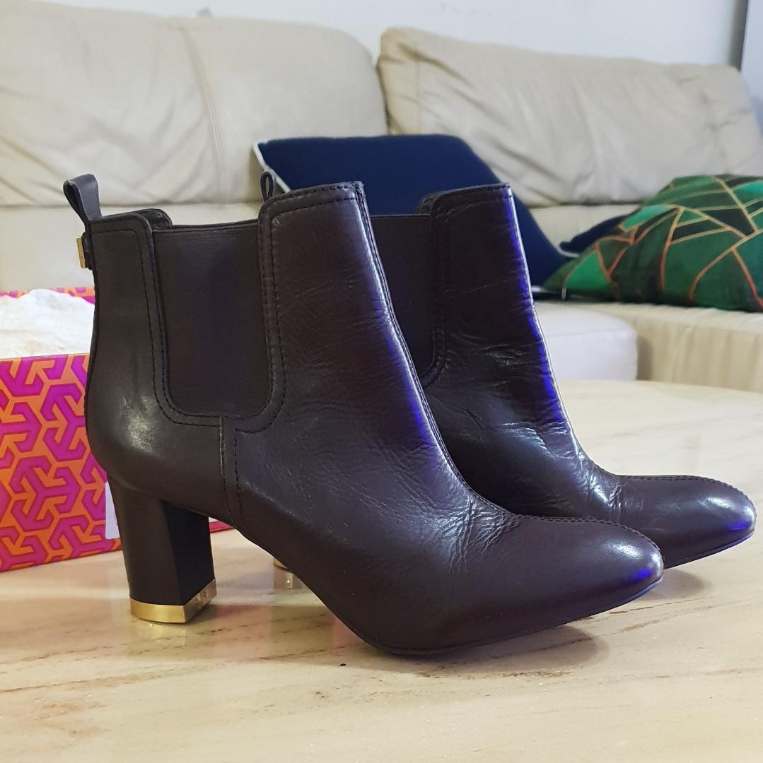 b34b6fbf1daf Authentic Tory Burch Boots Shoes 8.5