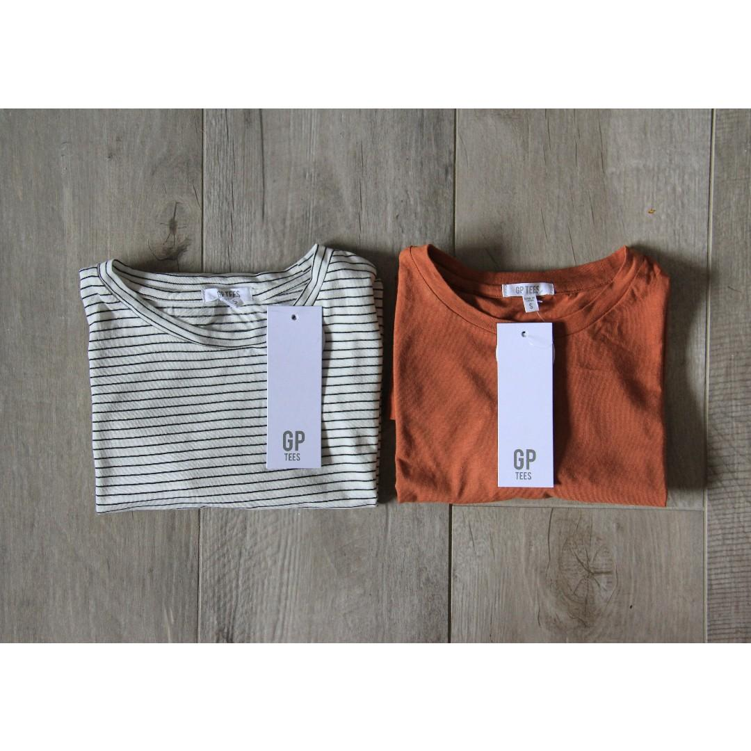 〰General Pants: Two basic Women's Tees. SIZE: SMALL