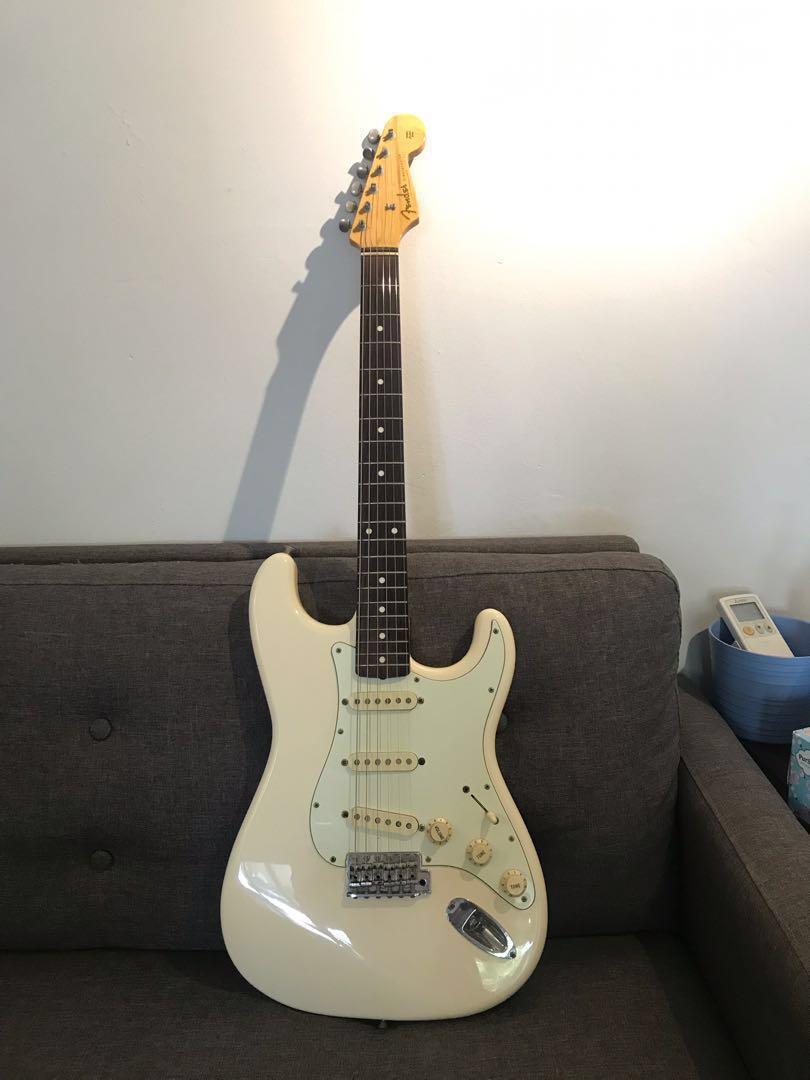 2947e9f5010 MIJ Fender Stratocaster ST62 Vintage White, Music & Media, Music ...
