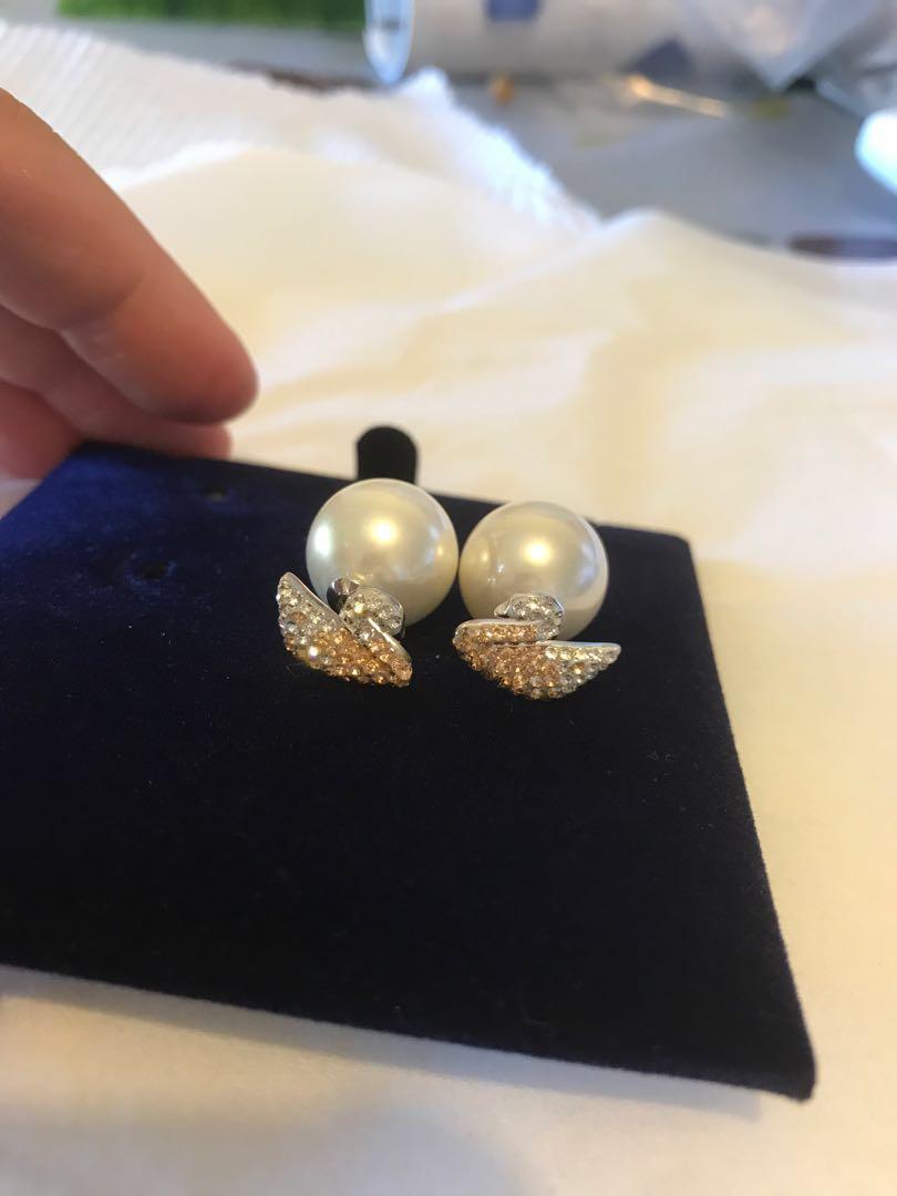 Swarovski earring RRP$149