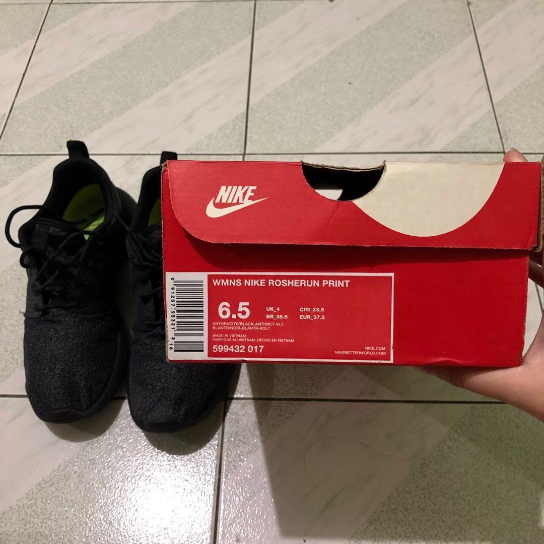 c33f4f58e774 Women s Nike Roshe Run Print