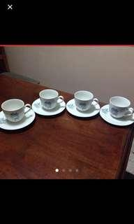 Floral teacup/saucer set